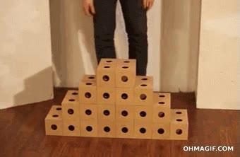 Enlace a Curiosa estructura moldeable hecha con cubos de cartón