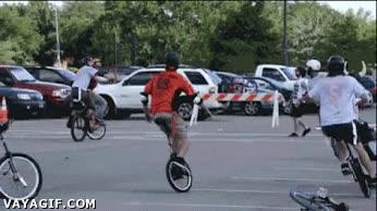 Enlace a Por si no fuera bastante difícil sólo mantenerse encima de un monociclo...