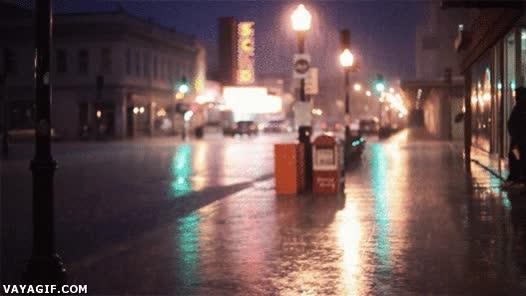 Enlace a La lluvia en las calles de París, qué romántico...