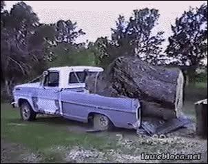 Enlace a Creo que no ha sido una buena idea cargar este pedazo de tronco con este coche