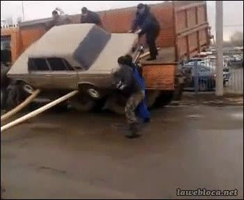 Enlace a ¿Estáis seguros de bajar el coche con estos tablones de madera? Claro, aguanta perfectamente