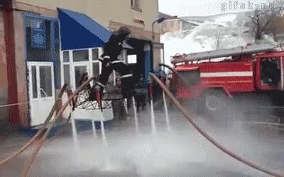 Enlace a El poder del agua al servicio de la diversión de los bomberos