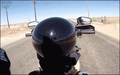 Enlace a Dejando conducir su moto a su hijo pequeño, ¿confianza o temeridad?