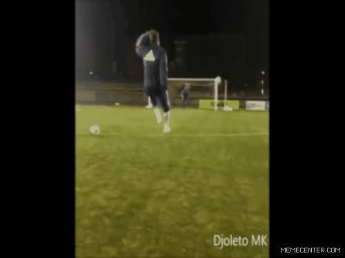 Enlace a No solo los hombres le pegan bien a un balón