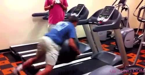 Enlace a Algún día aprenderemos que una bola de fitness y una cinta de correr son mala combinación