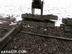Enlace a Y así es el mantenimiento de las vías de tren