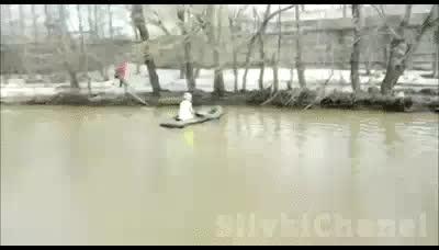 Enlace a Terrible inundación asola la ciudad y... vale, igual no es para tanto...