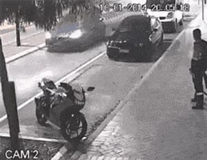 Enlace a ¿Alguien entiende qué problema tiene este tío con la moto?