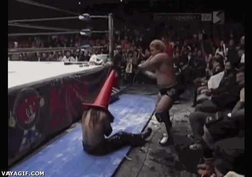 Enlace a Sí sí, todo muy creíble en el wrestling...