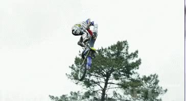 Enlace a Si tienes que fallar un salto acrobático, al menos hazlo con estilo