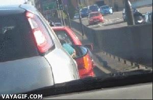 Enlace a ¿Aburrido en el tráfico? Juguemos a piedra, papel, tijeras