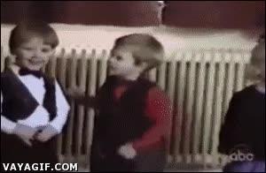 Enlace a Este GIF demuestra la inocencia de los niños. Si ella lo hizo ¿Por qué yo no?