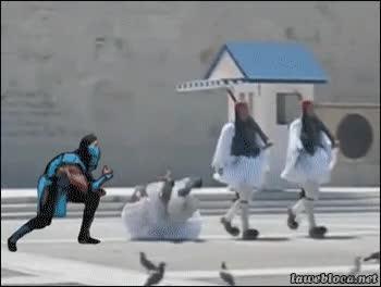 Enlace a Sub-Zero sabe como fastidiar las marchas de estos soldados