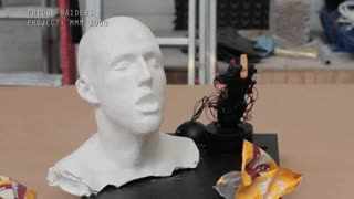 Enlace a Hemos creado un robot que ayuda a comer a los que no tienen brazos. Bueno, falta algún ajuste...