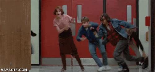 Enlace a Escapándote de clases pero ves a un profesor por el pasillo
