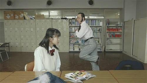 Enlace a Un auténtico macho japonés sabe cómo seducir a las jovencitas