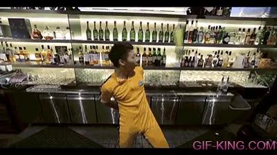 Enlace a El Bruce Lee de los camareros