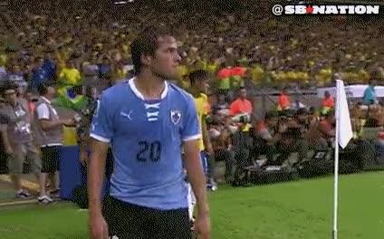 Enlace a Típico que vas pasando por detrás de Neymar y te tira un beso