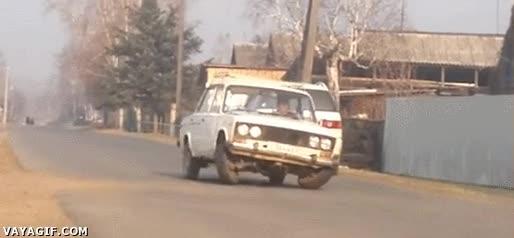 Enlace a Nuevo modelo de coche ruso que camina