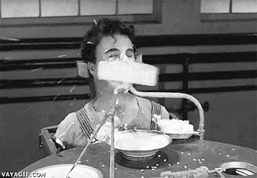 Enlace a Robot que ayuda a comer, Chaplin ya lo había predicho