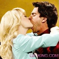 Enlace a Andrew Garfield, Emma Stone y el beso más extraño de la historia