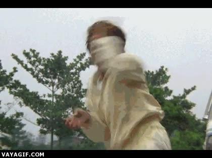 Enlace a Jackie Chan, un maestro en el arte de la distracción