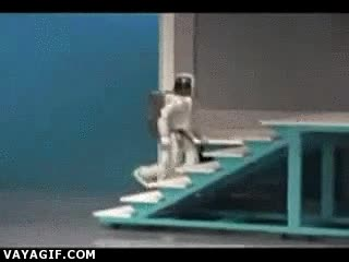 Enlace a Mucho robot, pero no le han enseñado a mirar por donde pisa