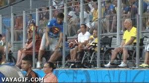 Enlace a El fútbol hace milagros, este chico puede volver a andar