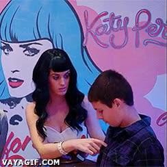 Enlace a Katy Perry y su buena costumbre de trollear