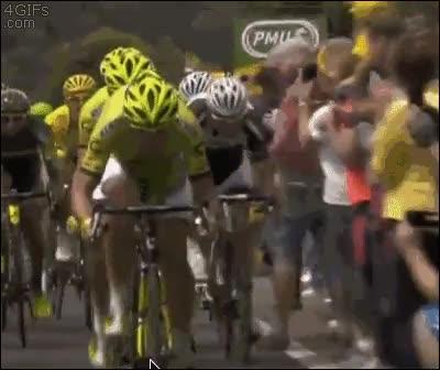 Enlace a Ciclista usó placaje contra fotógrafo, ¡es muy efectivo!