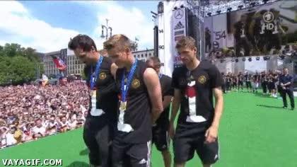 Enlace a La original celebración de los alemanes