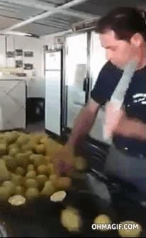 Enlace a Este tío es un auténtico maestro cortando limones