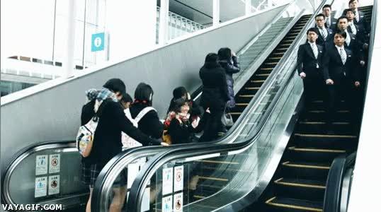 Enlace a Bajando por las escaleras con estilo