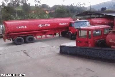 Enlace a El maestro de los camiones cisterna