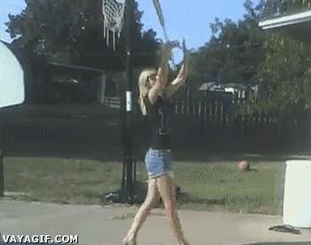 Enlace a Práctica, esta niña necesita mucha práctica para entrar en las majorettes