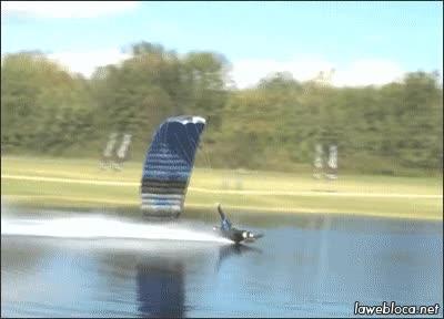 Enlace a Será difícil hacer un aterrizaje de parapente más vacilón que éste