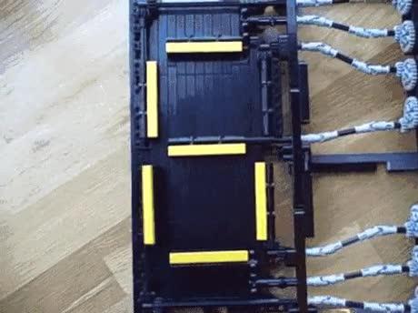 Enlace a Increíble mecanismo de reloj hecho con piezas de Lego