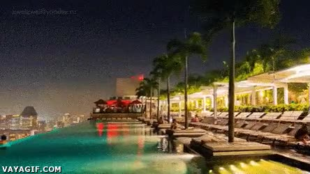 Enlace a Si me pierdo, buscadme en la espectacular piscina de este hotel de Singapur