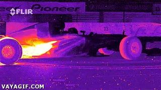 Enlace a Imagen térmica de un Formula1 haciendo donuts