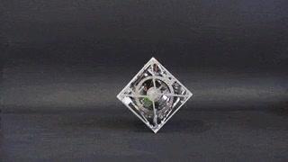 Enlace a El cubo giroscópico que mantiene el equilibrio él solito