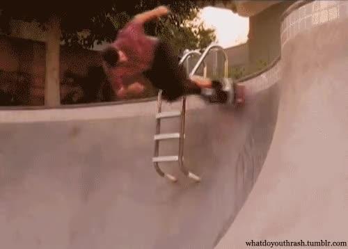Enlace a Brutal cómo esquiva la escalera