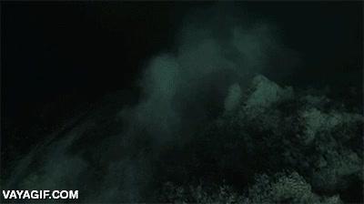 Enlace a Hay que tener mucho valor para lanzarte al abismo submarino de este pozo