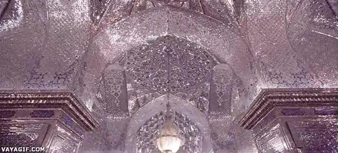 Enlace a Mezquita de Irán hecha de espejos con 900 años de antigüedad
