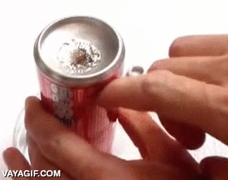 Enlace a Si frotas un poco de galio en una lata de aluminio y esperas unos días, esto es lo que pasa