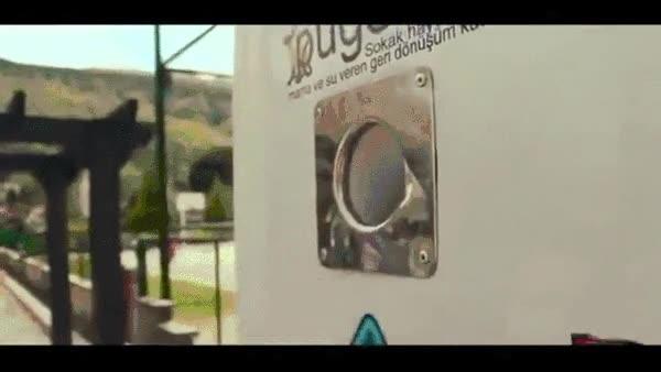 Enlace a En Estambul, una máquina expendedora da comida a los perros callejeros a cambio de reciclaje