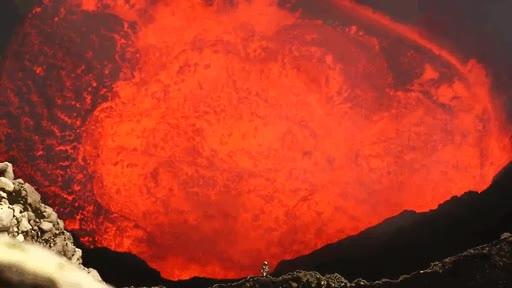 Enlace a A los pies del volcán más inaccesible y peligroso del planeta