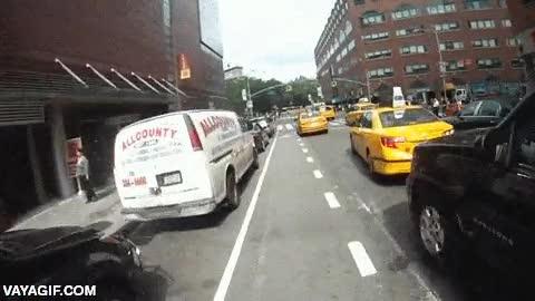 Enlace a Si algún día vas por el carril bici de Nueva York, ten mucho cuidado