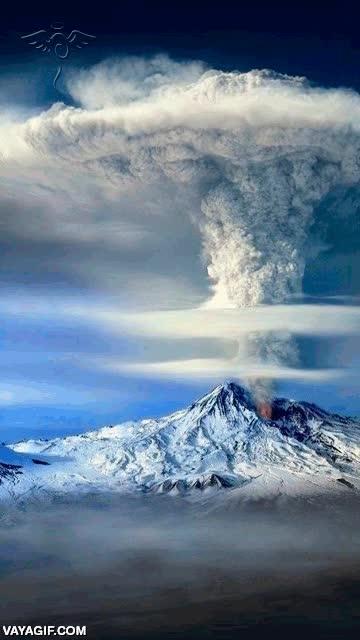 Enlace a Increíble erupción de un volcán desde otra perspectiva