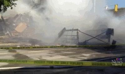 Enlace a Un edificio se desploma tras un incendio y un gato atrapado dentro sobrevive de milagro