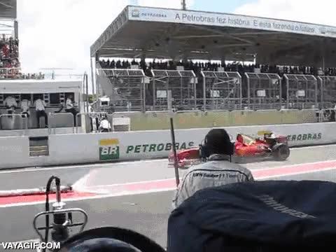 Enlace a El riesgo cuando algo se hace mal en un pit stop de Fórmula 1